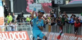 cílová fotografie vítěze 19. etapy Fabio Aru, Giro d´Italia 2015