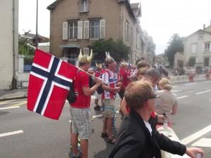 Fanoušci Norska asi 2km před cílem v Nancy