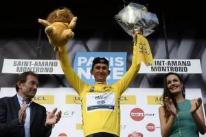 Michal Kwiatkowski vede i po další etapě závod Paříž-Nice