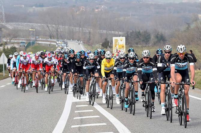 Etixx vede peloton na Paříž - Nice