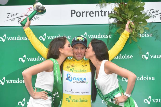 Lídr závodu Albasini na stupních po 3. etapě Kolem Romandie