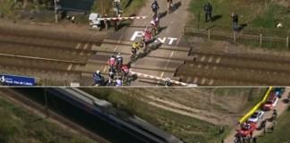 Paříž - Roubaix 2015 - vlak rozdělil peloton