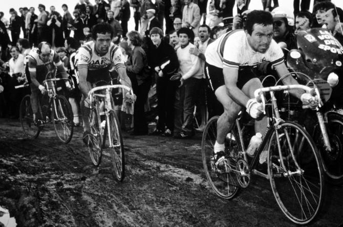 Populární jezevec Bernard Hinault vyhrál Roubaix v roce 1981