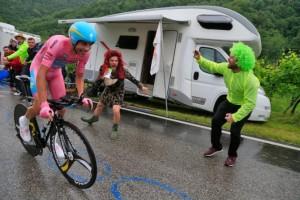Fabio Aru (Astana) v růžovém dresu
