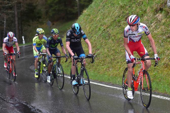 Ilnur Zakarin, Chris Froome, Nairo Quintana, Simon Špilak, Rafal Majka a schovaný Romain Bardet při stoupání na Chamaux-Lac