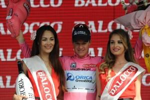 Nový lídr závodu Simon Clarke, již třetí majtel po čtyřech etapách