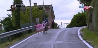 Alexandre Geniez při sjezdu 12. etapy Giro 2015