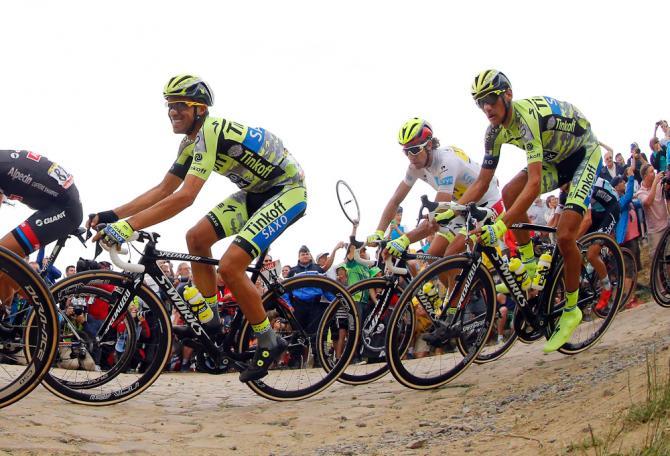 Contador, Kreuziger a Sagan na jednom z úseků pavé