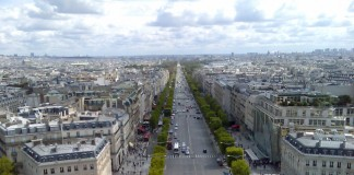 Champs-Élysées - dojezd 21. etapy Tour de France
