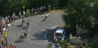 Geraint Thomas naráží do sloupu na Tour de France
