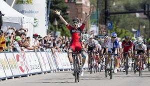 Taylor Phinney vítězí v první etapě závodu USA Pro Challenge 2015.
