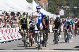 Kiel Reijnen vítězí ve třetí etapě závodu USA Pro Challenge 2015.