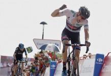 Tom Dumoulin vítězí v deváté etapě Vuelty 2015.