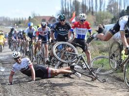Paříž-Roubaix pád Fabiana Cancellary