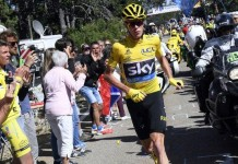 Chris Froome běží bez kola ve 12. etapě Tour de France 2016
