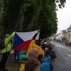 Düsseldorf držíme vlajku a fanoušci nás sledují 1. etapa Tour de France 2017
