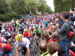 Nultý kilometr 2. etapy Tour de France 2017 Düsseldorf peloton
