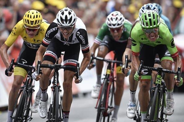 Rigoberto Urán vs Warren Barguil - souboj o vítězství v 9. etapě Tour de France 2017