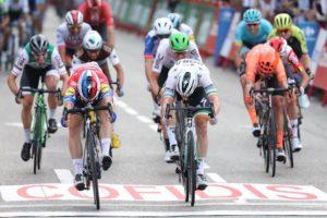 Dojezd 21. etapy Vuelty 2019 - Fabio Jakobsen vs Sam Bennett