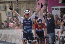 Elisa Longo Borghini vítězí před Annou van der Breggen v 8. etapě Giro Rosa 2020