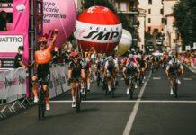 Marianne Vos vítězí před Lotte Kopecky - dojezd 5. etapy Giro Rosa 2020
