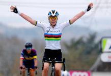 Anna van der Breggen vítězí před Katarzynou Niewiadomou - Valonský šíp 2021