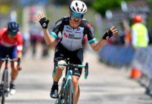 Grace Brown vyhrává před Elise Chabbey 1. etapu Vuelty a Burgos Féminas 2021