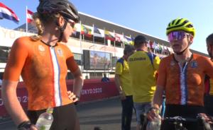 Anna van der Breggen a Annemiek van Vleuten v cíli olympijského silničního závodu